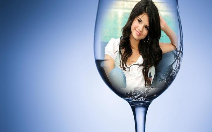 Fotomontaje gratis en una copa de vino